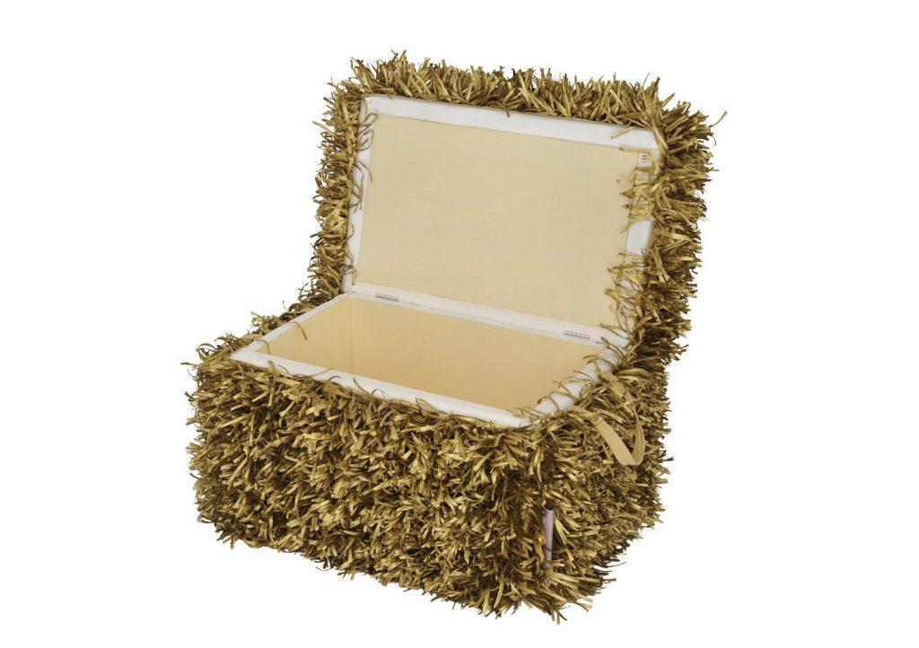 fieno Farmer's bench è una panca contenitore ispirata alle balle di fieno realizzata da Fabio Binella