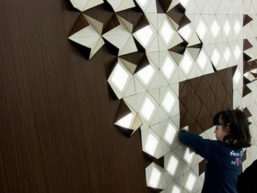 lamp complementi Francesca Rogers e Daniele Gualeni. Hanno creato un modulare sistema di illuminazione con pannelli di legno