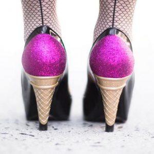 scarpe con taccoi gelato prodotte dal marchio brasiliano melissa e realizzate completamente in plastica-poveri piedi- disegnate dal creativo karl lagerfeld