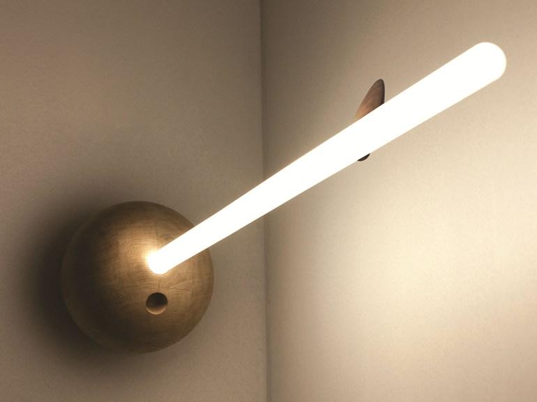 Lampada da parete a LED in legno, design by Bart Lens per eden design