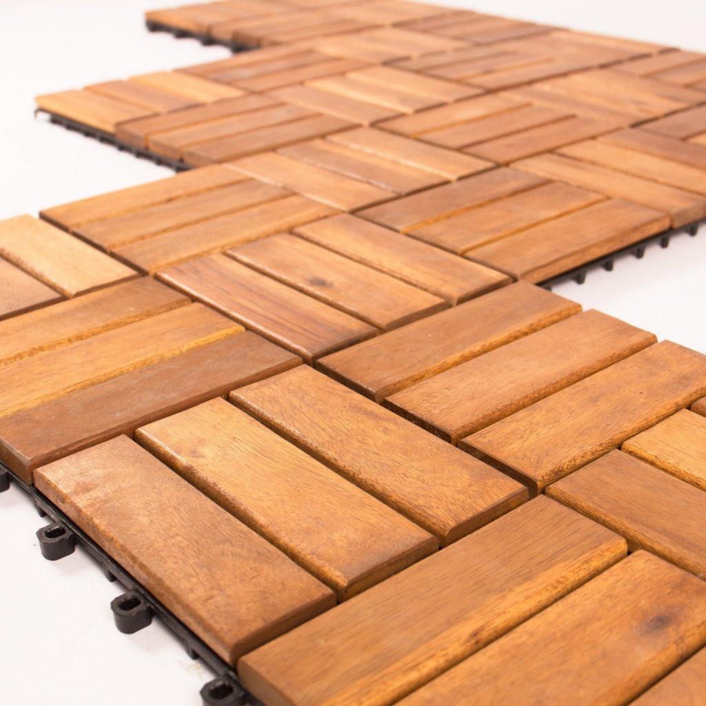.amazon di Vanage - Edge, Set di 18 piastrelle da esterni, in legno di acacia, 30 x 30 x 2,4 cm, colore