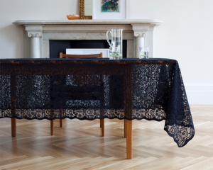 black classico 79ideas_black_lace_tableclotch