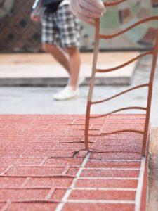 stancil Vuoi impreziosire un vecchio pavimento in calcestruzzo con disegni e texture d'effetto Con Idealwork Stencil Top è possibile in modo facile e veloce.