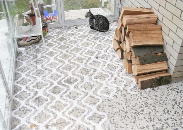 stencil pavimento-dipinto-di-bianco-con-