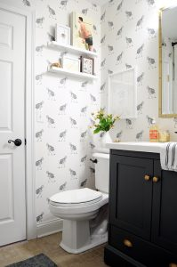 bagno Ostrich-Wallpaper-Powder-Bath-Black-and-White
