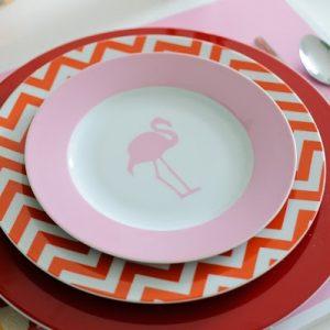 tavola Maria Barros ha anche collaborato con Vista Alegre per creare questi piatti adorabili.