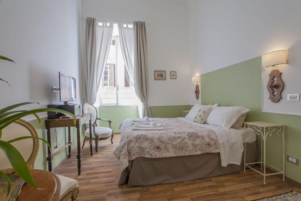 Dipingere Parete Dietro Il Letto : Suggerimenti low cost per realizzare una testata per il letto