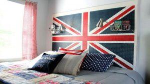 idea-rete-bucherellata-per-agganciare-gli-attrezzi-dipinta-con-bandiera