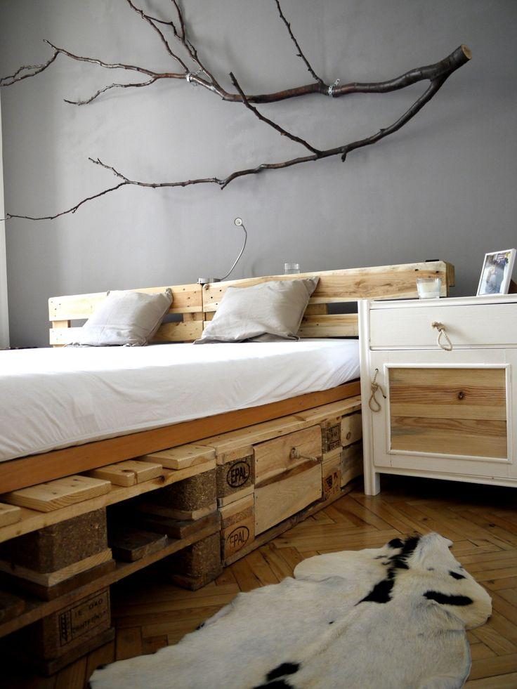 letto-pallet-rialzato-con-cassetti-fai-da-te-letto-originale-con-bancali