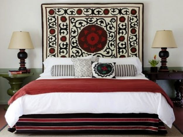 tessile-foulard-su-parete-letto
