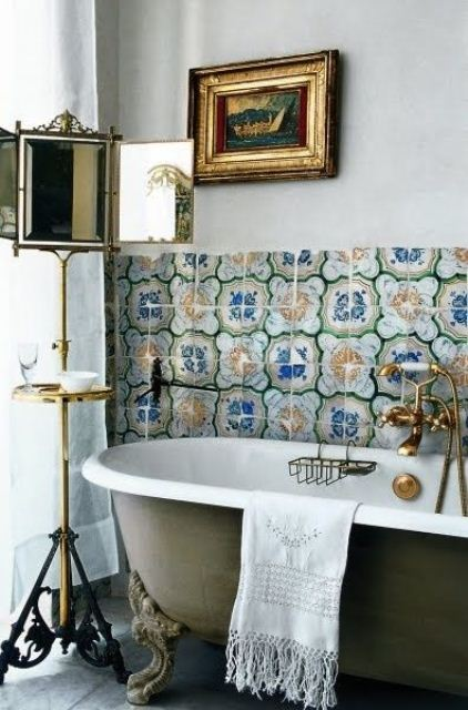 boho-chic-bathroom-with-clawfoot-bathtub-and-gold-details