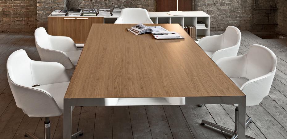 frame-scrivania-in-legno-di-sinetica-il-fascino-minimalista-della-struttura-perimetrale-cromata-le-sensazioni-cromatiche-e-materiche-del-piano-in-legno-in-melaminico-oppure-vetro-bianco-o-nero2