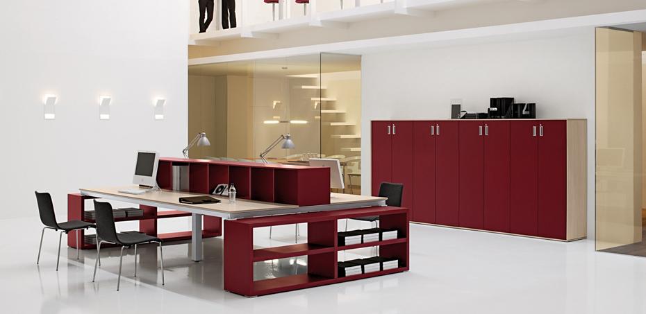 la-scrivania-operativa-e-manageriale-han-di-martex-grazie-al-suo-design-rigoroso-e-alla-varieta-di-materiali-disponibili-crea-un-ufficio-operativo-elegante-rassicurante-e-dal-forte-impatto-estetico