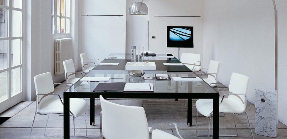 Scrivania di design per una scelta di stile - Scrivania cristallo ufficio ...