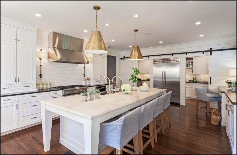 bianco-e-oro-cucina-smart-ways-to-add-gold-and-glitz-to-your-house-interior-gold-pendant-lamps-decorating-white-kitchen