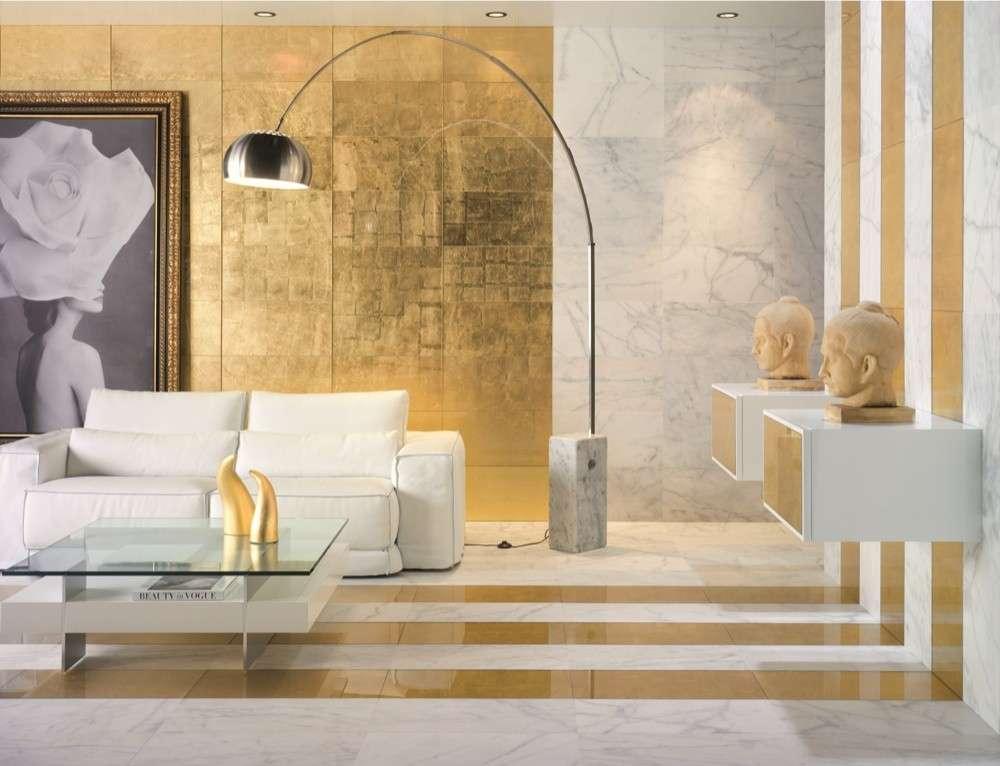 bianco-e-oro-elegante-salotto-decorato-con-foglie-doro