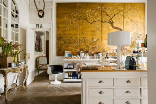 bianco-e-oro-using-gold-in-interior-decorating-1-500x332