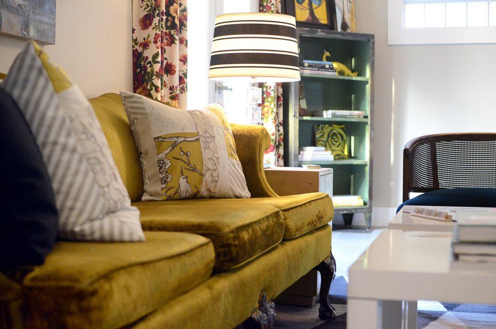 bohemienne-classico-salotto-lisa-gilmore-interior-design-bungalow-eclettico-miami-florida-soggiorno