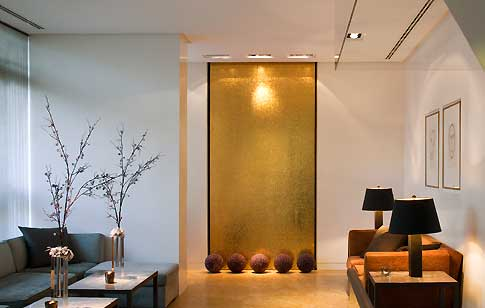 contemporaneo-salotto-using-gold-in-interior-decorating-20