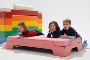 lettino-basso-impilabile-design-e-produzione-tedeschi-rolf-heide-per-muller-mobelwerkstatten