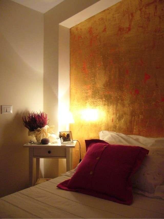 parete-foglia-doro-su-parete-in-camera-da-letto ...