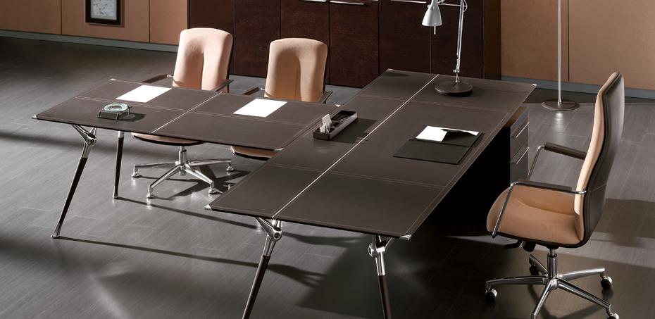 scrivania-in-pelle-per-genesis-di-codutti-classe-e-tecnologia