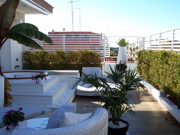 Soluzione per un terrazzo ventoso architettura e design for Divisori per terrazzi