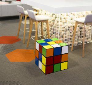 sedia pantone sgabello contenitore cubo rubik