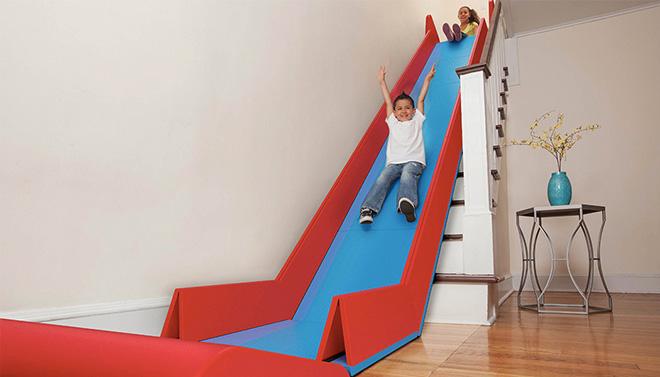 parco giochi scivolo la designer statunitense Trisha Cleveland ha ideato Slide rider uno scivolo smontabile adatto per collegare due piani di una casa