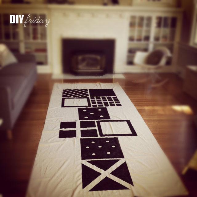 semplice da realizzare seguendo il tutorial questo grazioso tappeto che ripropone il gioco della campana
