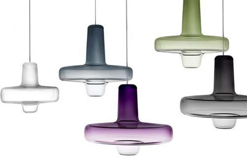 tro Spin Light ideato da Lucie Koldova per Lasvit la cui forma ricorda le trottole colorate per i bambini