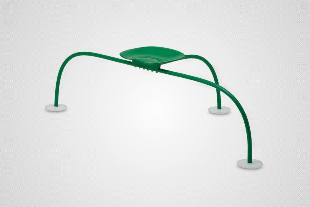 Un arredamento di design…spazziale! - image navicella-Allunaggio-%C3%A8-un-sedile-per-esterni-dalla-forma-unica-e-inconfondibile-di-Achille-e-Pier-Giacomo-Castiglioni.-%C3%88-Composta-da-un-sedile-in-lega-di-alluminio-e-gambe-in-acciaio-1-1024x685 on http://www.designedoo.it