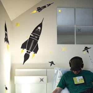 Un arredamento di design…spazziale! - image navicella-Stickers-fus%C3%A9es-et-plan%C3%A8tes-35-%E2%82%AC-di-lesinvasionsephemeres.com_ on http://www.designedoo.it