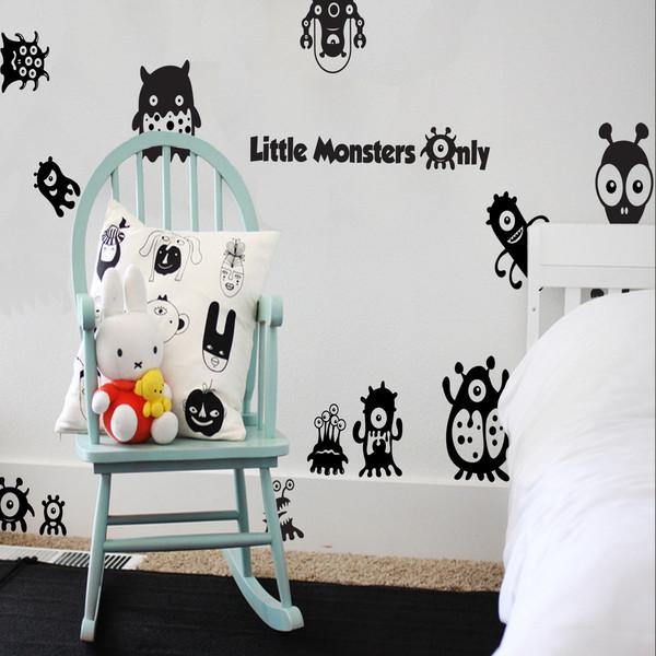 Un arredamento di design…spazziale! - image navicella-alieni-stickers-alieni-stickers-LITTLE-MONSTERS-by-Snuggledust-Studios-1 on http://www.designedoo.it