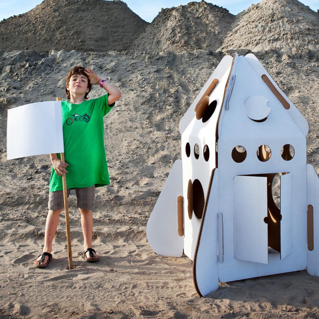 Un arredamento di design…spazziale! - image navicella-cameretta-razzo-spaziale-in-cartone-riciclato-di-Studio-Roof-44.50 on http://www.designedoo.it