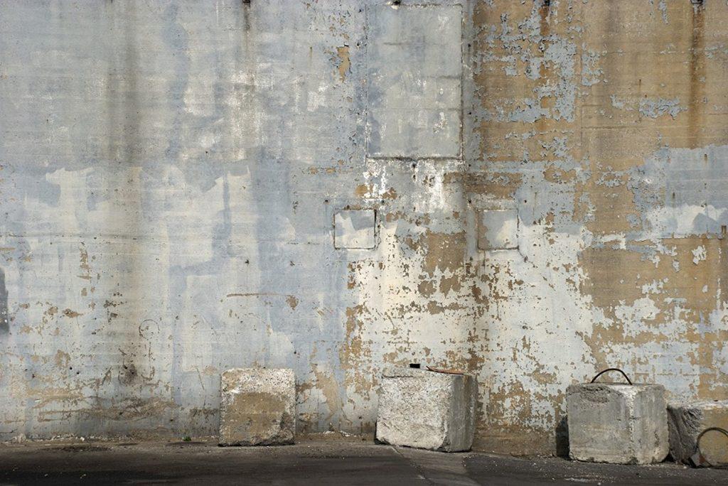 Arredare con il cemento nuova tendenza architettura e for Tavolo carta da parati