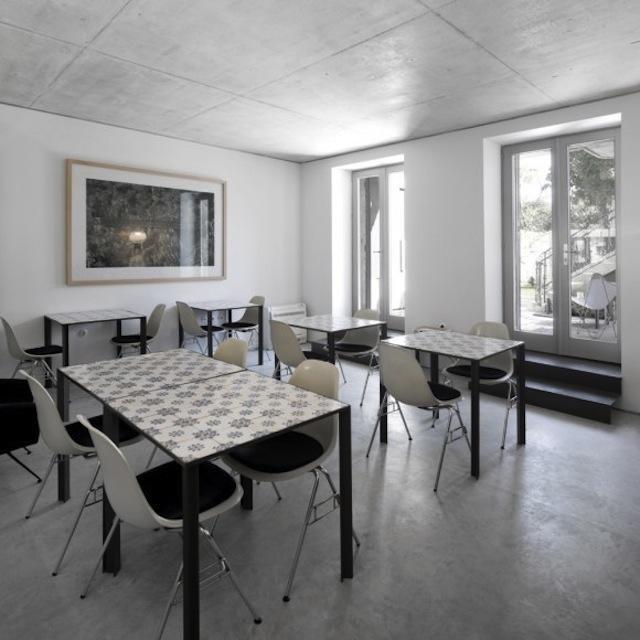 Mix match patchwork di piastrelle architettura e for Sedie che si appendono al soffitto