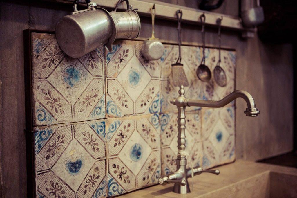 Mix match patchwork di piastrelle architettura e for Maioliche cucina