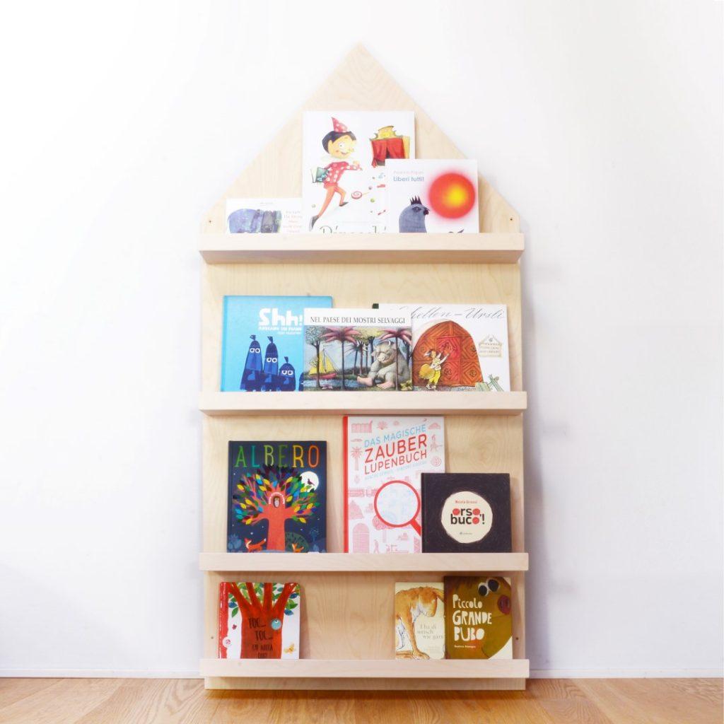La cameretta si trasforma in una magica città - image libreria-5-1024x1024 on http://www.designedoo.it