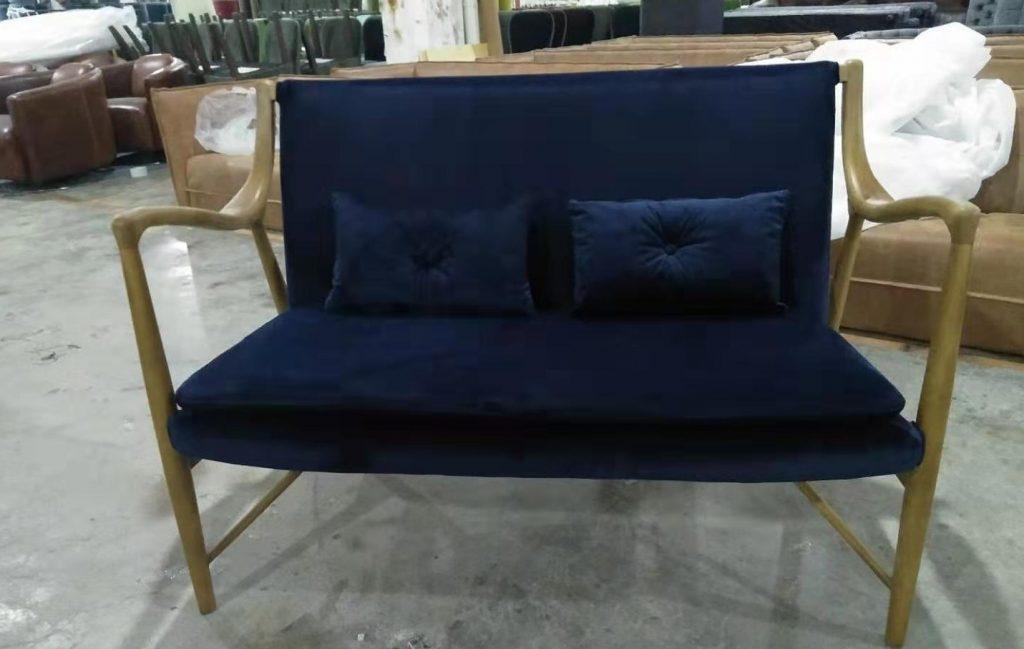 Classic Blue colore pantone 2020 perfetto per arredamento e moda grazie al suo aspetto, rassicurante e confortevole e ai suoi guizzi di eleganza ed energia