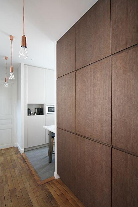 Arredare con la boiserie - image moderna-anche-in-cucina-per-nascondere-mobili-1 on http://www.designedoo.it