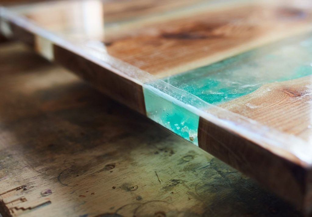 tavolo in resina epossidica e legno
