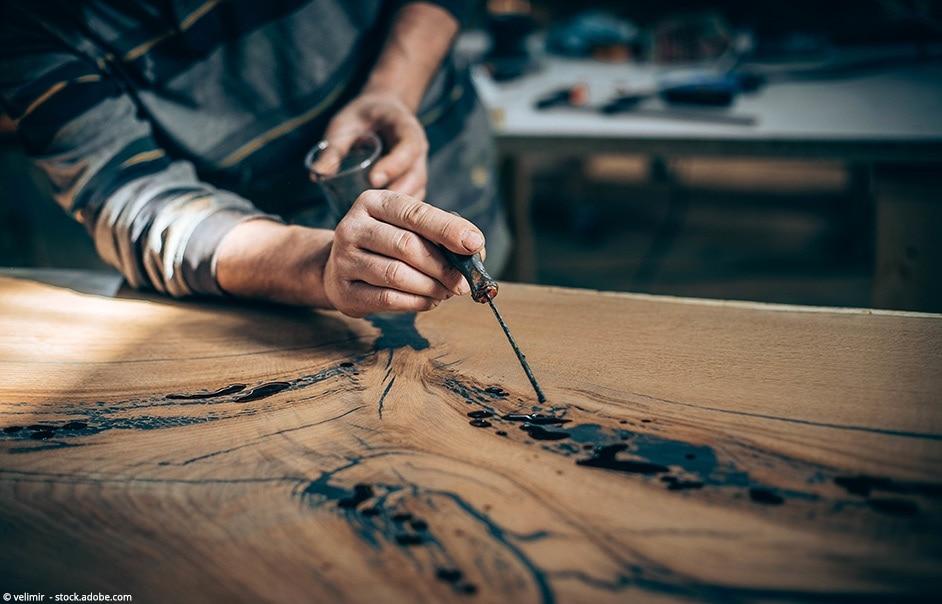 decorazione di tavolo in legno con resina epossidica