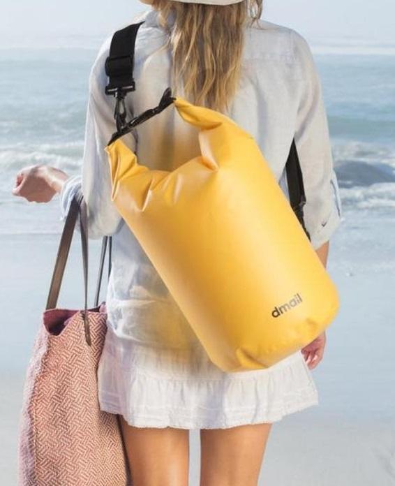 Attrezzatura da spiaggia di design - image borsa-totalmente-impermeabile-assicura-massima-protezione-del-contenuto-su-dmail on http://www.designedoo.it