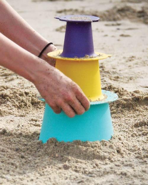 Attrezzatura da spiaggia di design - image quut-gioco-alto-set-3-stampi-impilabili-per-castelli-di-sabbia-giochi-da-spiaggia_6701 on http://www.designedoo.it