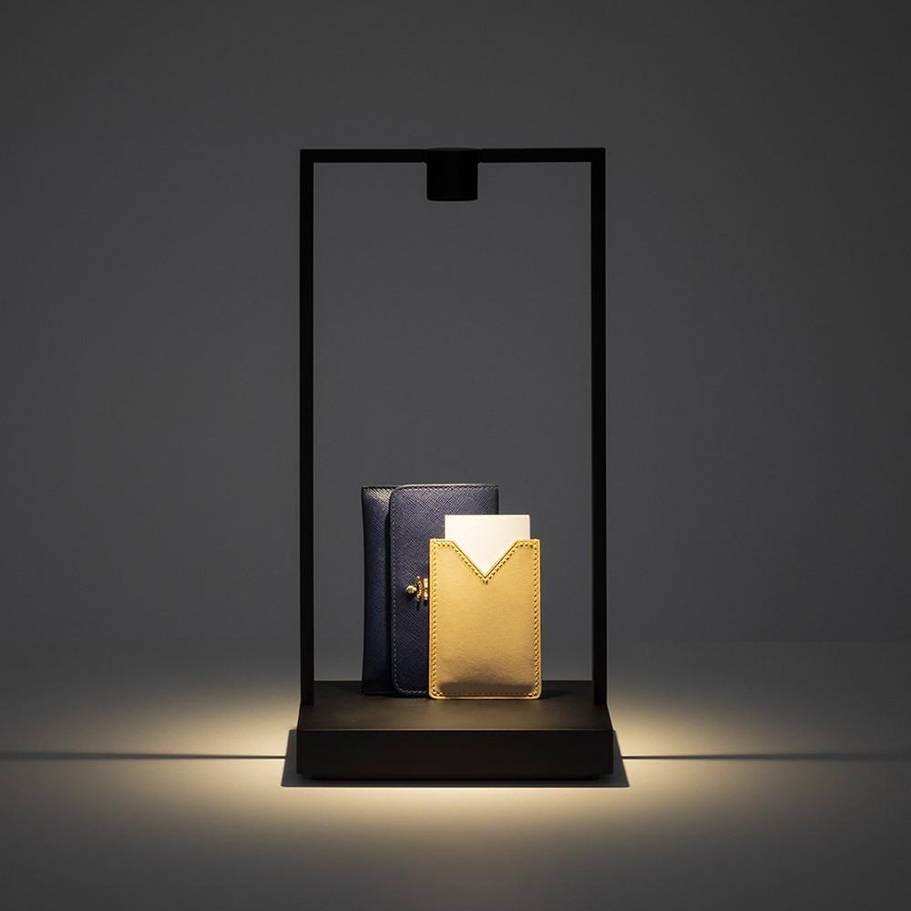 Lampade da tavolo: come scegliere il modello perfetto - image lampada-curiosity-tavolo-artemide on http://www.designedoo.it