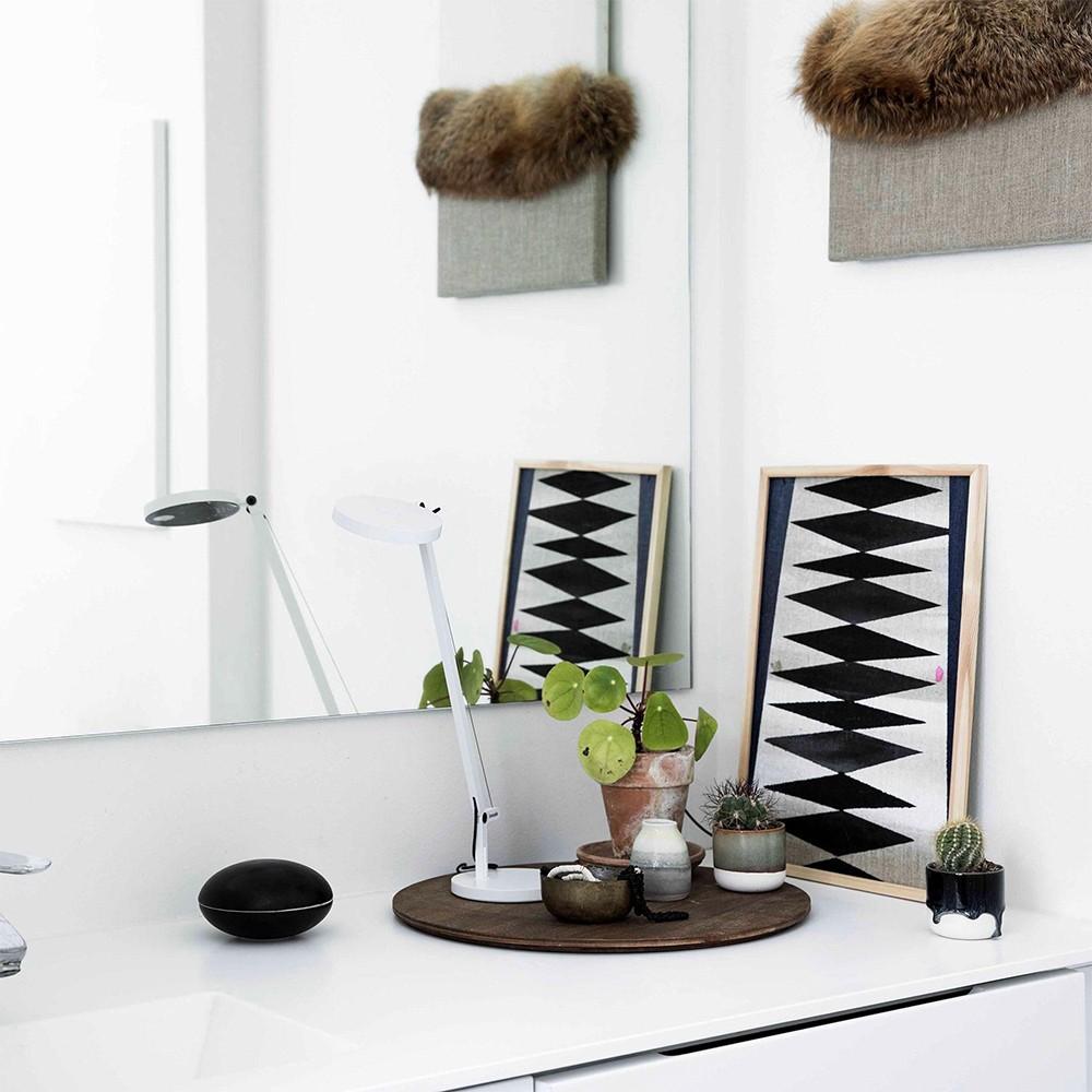 Lampade da tavolo: come scegliere il modello perfetto - image lampada-demetra-micro-tavolo-artemide on http://www.designedoo.it