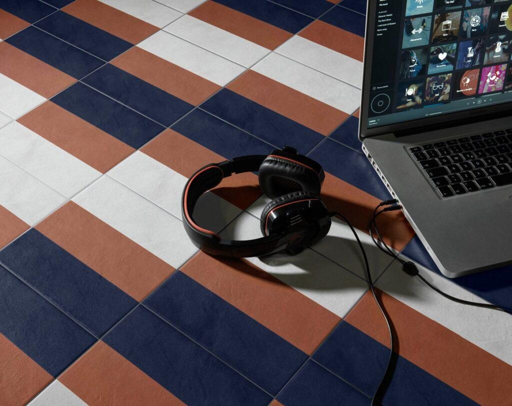 Requisiti e prestazioni dei rivestimenti in ceramica - image riv-quadra-quadra11-205x205_103-1024x812 on http://www.designedoo.it