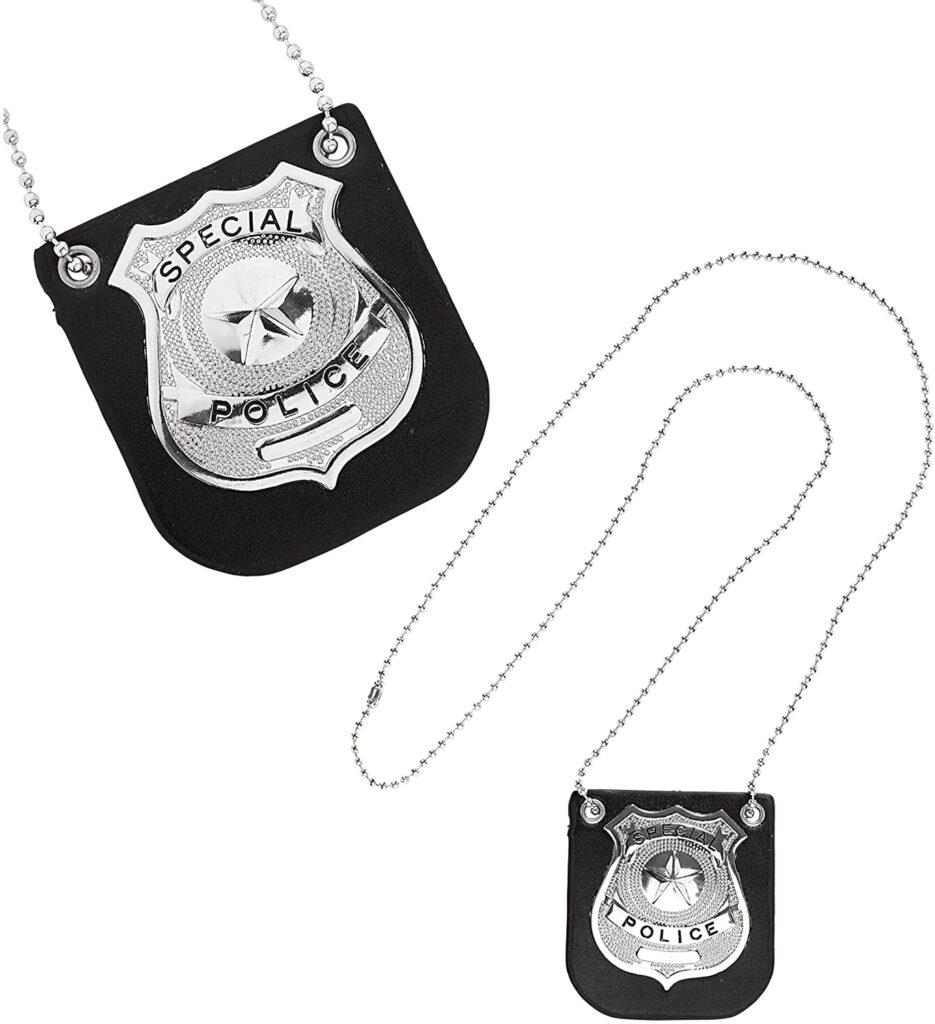 Design per bambini nel Museo dei diritti dell'infanzia - image amazon-WIDMANN-05851-Collana-Distintivo-Polizia-935x1024 on http://www.designedoo.it